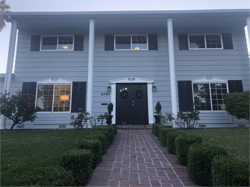 COLONIAL STYLE  HOUSE - 2 STORY